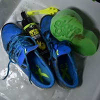 KEEP 'EM CLEAN губка для очистки вратарских перчаток и футбольных бутс